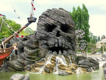 Disneyland_paris_skull_rock.jpg