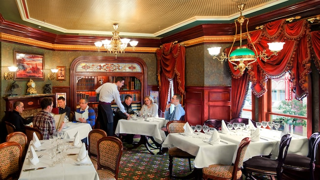 Does Disneyland Paris need to update their Disney Dining Plan?
