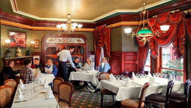 Does Disneyland Paris need to update their Disney Dining Plan?