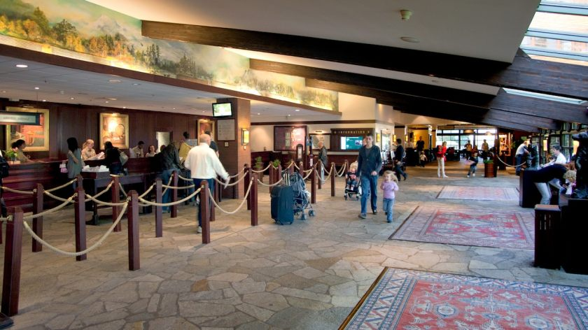 n010325_2017oct01_sequoia-lodge-lobby_16-9
