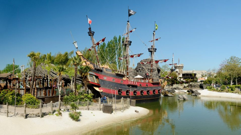 n013045_2019may13_captain-hooks-pirate-ship_16-9