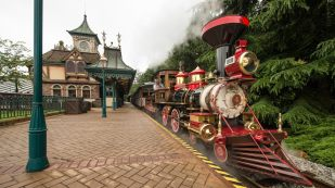 n017630_2050jan01-disneyland-railroad-fantasyland-station_16-9