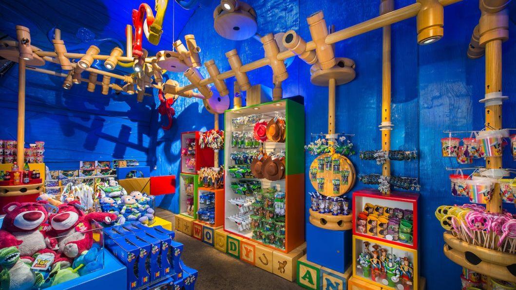 n019423_2021oct01_la-boutique-de-toy-story-playland_16-9