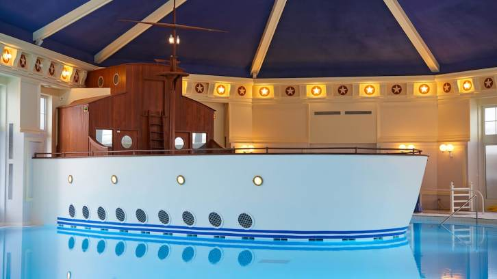 n020114_2021oct01_newport-bay-club-swimming-pool_16-9