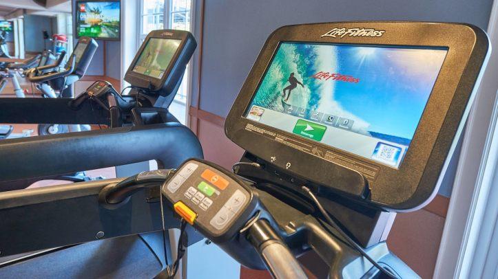 n024711_2022jul28_newport-bay-club-fitness-center_16-9