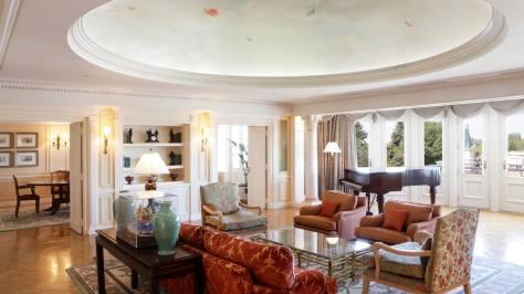 n012795_2019jun01_disneyland-hotel-presidential_park-view_suite_16-9