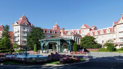n012829_2019jun01_disneyland-hotel-entry_16-9