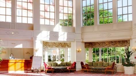 n013285_2019jun_disneyland-hotel-lobby_16-9