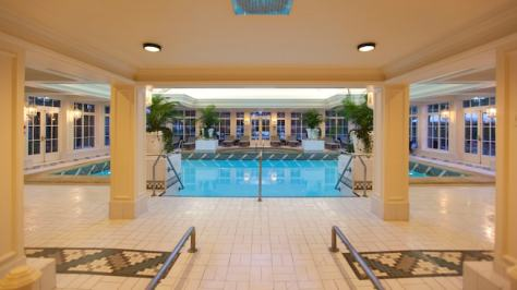 n015550_2020oct01_disneyland-hotel-swimming-pool_16-9